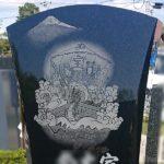 ファミリーテラスに、やさしいお顔の七福神と大瀬崎から見た富士山を彫刻した、こだわりのお墓が完成です♪