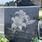 コンパクトテラスにユリのお花が凛と咲く、素敵なお墓が完成しました!